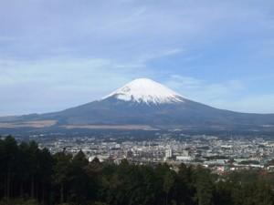 IoTを活用して富士山の登山者数を把握、KDDIが実証実験開始